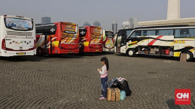 Ada lebih dari 300 bus untuk mengangkut 17 ribu pemudik. Kata Anies Baswedan ini adalah mudik bersama pertama tahun ini. (CNN Indonesia/Adhi Wicaksono).