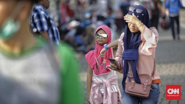 Para pemudik ini dilepas olehGubernur DKI Jakarta Anies Baswedan bersama Kapolda Metropolitan Jakarta Irjen. Pol. Gatot Eddy Pramono. (CNN Indonesia/Adhi Wicaksono).