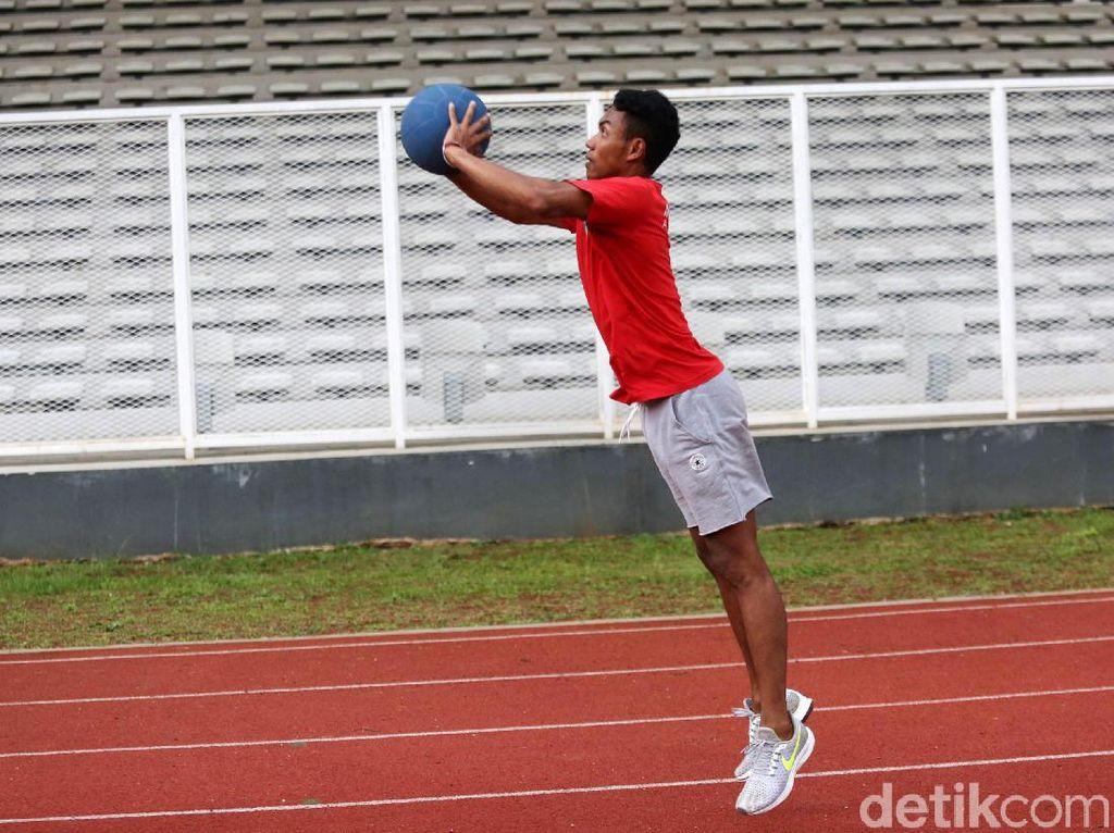 Digodok di Jakarta, di bawah asuhan Eni dan mentoring langsung dari pelatih atletik asal Amerika Serikat (AS) Harry Mara, yang membawa Ashton Eaton, pemilik medali emas dasalomba Olimpiade 2012 London dan Rio de Janeiro, kaki-kaki Zohri semakin terlatih. Larinya semakin cepat.