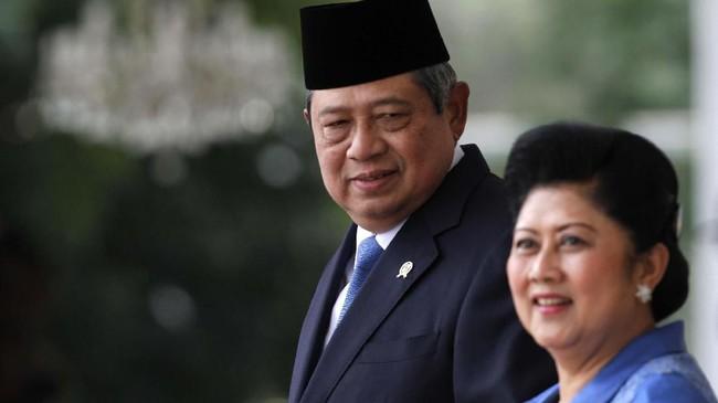 Ani sempat digadang-gadang menjadi Ketua Umum menggantikan SBY. Namun, wacana itu dibantah oleh SBY. Ani pun juga menegaskan lebih memilih mendampingi SBY sebagai istri. (REUTERS/Beawiharta)