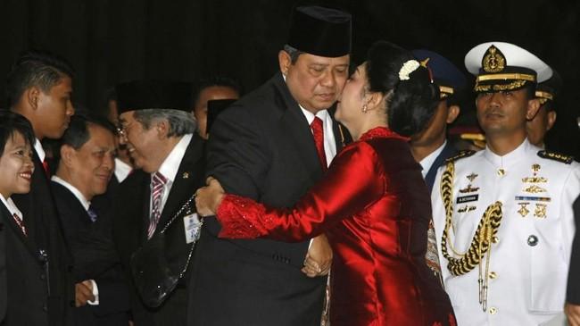 Ani Yudhoyono meninggal dunia pada Sabtu (1/6) karena sakit kanker darah. Ia sempat dirawat empat bulan di rumah sakit di Singapura sejak Februari lalu. (REUTERS/Crack Palinggi)