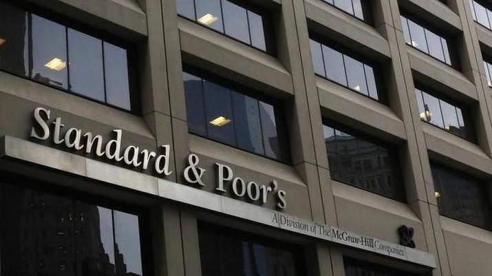 File Photo: Gedung Standard & Poor's di distrik keuangan New York 5 Februari 2013. REUTERS / Brendan McDermid