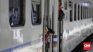 PSBB DKI, Keberangkatan 5 Kereta Surabaya-Jakarta Dibatalkan