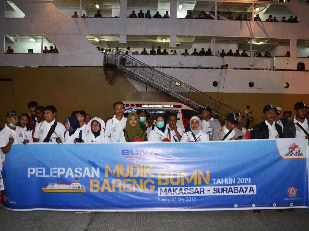 Semen Tonasa (Semen Indonesia Group) memberangkatkan 1.849 pemudik dari pelabuhan Makassar dengan tujuan Surabaya, Balikpapan, Kepulauan Selayar, Bima dan Maumere. Istimewa/Semen Indonesia.