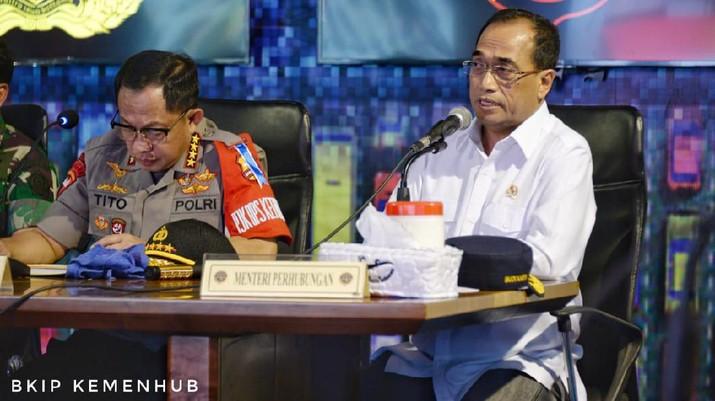 Kementerian Perhubungan segera menerbitkan surat edaran yang melarang diskon dalam transportasi online, termasuk taksi dan ojek.