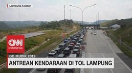 VIDEO: Antrean Kendaraan di Tol Lampung Mengular