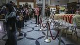 Ani Yudhoyono akan dimakamkan di TMP Kalibata pada Minggu (2/6). Ani yang pernah dianugrahi Bintang Jasa Adiparana akan dikebumikan lewat upacara militer. (ANTARA FOTO/M N Kanwa)