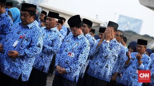 Corona Tekan APBN, Jokowi Minta THR dan Gaji ke-13 PNS Dikaji