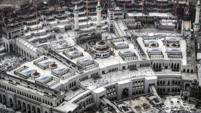 Sepanjang bulan Ramadan, umat muslim melakukan solat tarawih selama sekitar 30 malam berturut-turut.