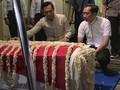 Pelayat Ani Yudhoyono Salat Berjamaah di Pendopo Puri Cikeas