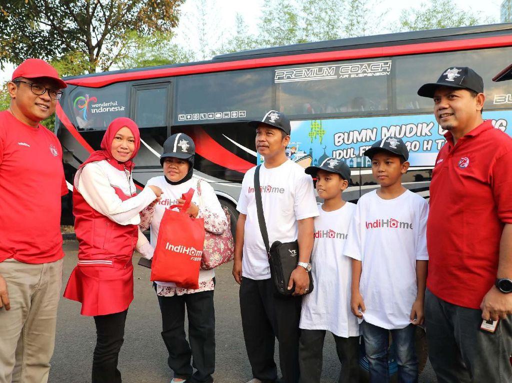 Selain di Jakarta, Mudik Bareng IndiHome juga dilaksanakan di beberapa daerah di Indonesia, seperti Bandung pada 29 Mei; Medan, Padang, Pekanbaru, Palembang, Yogyakarta dan Balikpapan pada 30 Mei; serta Denpasar dan Bandar Lampung pada 1 Juni. Foto: dok. Telkom
