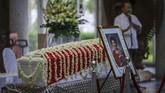Jenazah almarhumah Ibu Ani Yudhoyono disemayamkan di Kedutaan Besar Indonesia, di Singapura, Sabtu (1/6), sebelum diberangkatkan ke Indonesia malam ini. (ANTARA FOTO/M N Kanwa)