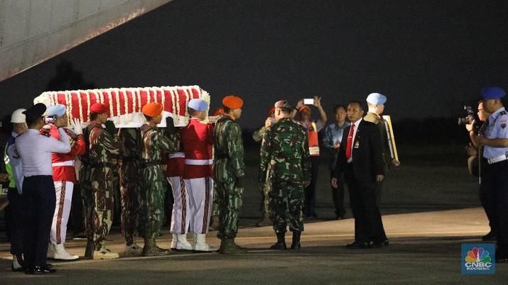 Jenazah Ani Yudhoyono Tiba di RI