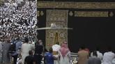 Tawaf menjadi salah satu ibadah yangterus dilakukan oleh umat muslim.