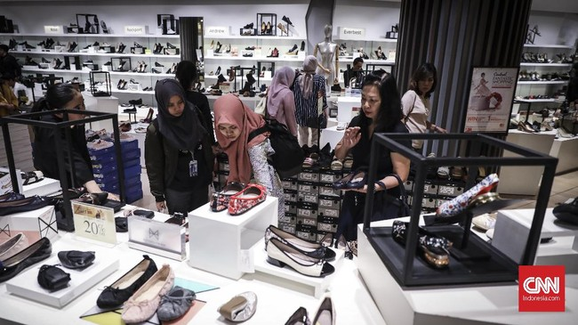 Program midnight sale di Grand Indonesia Mall, Jakarta, dilakukan bersama mal-mal lainnya, yakni Pejaten Village, Emporium Pluit Mall, PIK Avenue, Mall Artha Gading, Lippo Plaza Kramat Jati. Sementara, mal-mal lainnya telah menyelenggarakanprogram serupa pekan sebelumnya.(CNNIndonesia/Hesti Rika).