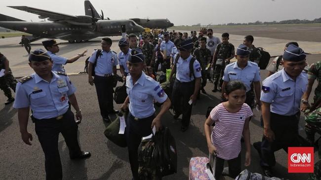 TNI AU telah menyiapkan sebanyak tiga pesawat angkut untuk memberangkatkan anggota TNI AU, AD, AL, PNS TNI beserta keluarga mereka pada Sabtu (1/6) siang. (CNN Indonesia/Adhi Wicaksono)