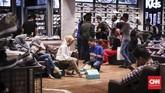 Selain Jakarta, program midnight sale serupa juga digelar di mal-mal di kota-kota lainnya, seperti Bandung dan Batam. (CNNIndonesia/Hesti Rika).