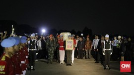 Jokowi Jadi Inspektur Upacara Pemakaman Almh. Ani Yudhoyono