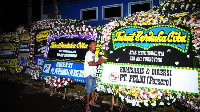 Keharuan Warnai Keberangkatan Jenazah Ani Yudhoyono ke Cikeas