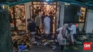 Tangis Iktikaf Berharap Berkah Ramadan di Masjid Pondok Indah