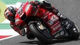 Grid terdepan dilengkapi pebalap Ducati Danilo Petrucci yang akan start dari posisi ketiga setelah terpaut 0,362 detik dari Marc Marquez. (AP Photo/Antonio Calanni)