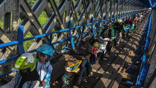 Sepeda motor tak disarankan untuk mudik karena dirancang bukan untuk perjalanan jauh seperti mudik lebaran. ANTARA FOTO/Adeng Bustomi/wsj.
