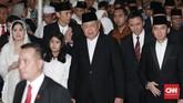Keluarga SBY diwakili oleh putra bungsunya, Edi Baskoro Yudhoyono atau Ibas saat menyerahkan jenazah Ani Yudhoyono ke negara. (CNN Indonesia/Andry Novelino)
