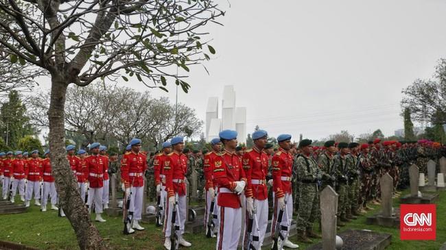 Ani Yudhoyono dimakamkan di Blok M 129 dekat makam istri Presiden ke-3 RI BJ Habibie, Ainun Habibie. (CNN Indonesia/Adhi Wicaksono)
