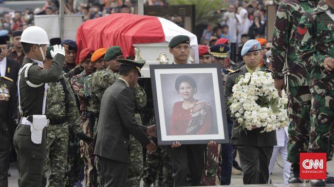 Ani Yudhoyono dan Lebaran 'Bungkam' Cakap Politik di Medsos