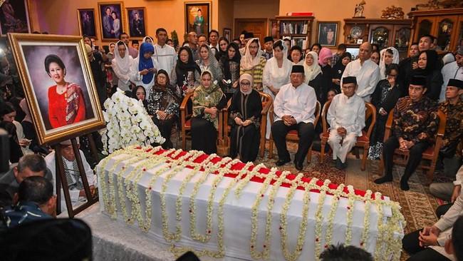 Ani Yudhoyono rencananya akan dimakamkan di Taman Makam Pahlawanpada Minggu (2/6) siang. (ANTARA FOTO/Akbar Nugroho Guma)