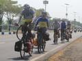 Kayuh Sepeda Libas Jalur Selatan Nagreg Demi Kampung Halaman