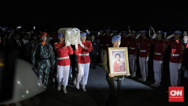 Jenazah almarhuman Ani Yudhoyono rencananya akan disemayamkan di Pendopo Cikeas pada Minggu (2/6) pagi pukul 08.00 WIB.(CNN Indonesia/Adhi Wicaksono)