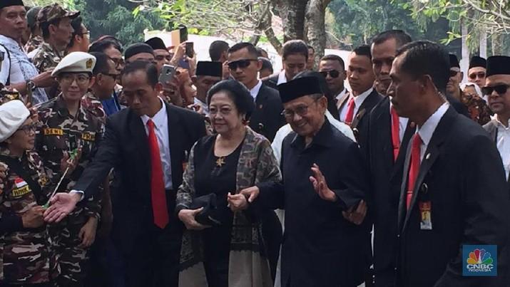 Khidmat, Ini Suasana Pemakaman Ani Yudhoyono di TMP Kalibata