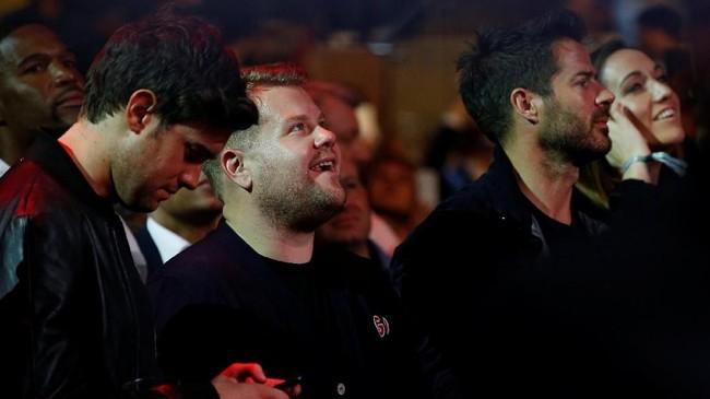 Sejumlah nama ternama menyaksikan langsung pertarugnan Anthony Joshua vs Andy Ruiz Jr, termasuk aktor Jack Whitehall, komedian James Corden dan mantan pemain Liverpool Jamie Redknapp. (Reuters/Andrew Couldridge)