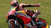 Pebalap Repsol Honda Marc Marquez merebut pole MotoGP Italia 2019 dengan catatan waktu 1 menit 45,519 detik. (AP Photo/Antonio Calanni)