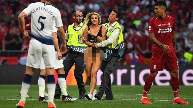 Fan Mengaku Dibayar Rekam Aksi Kinsey di Laga Liverpool