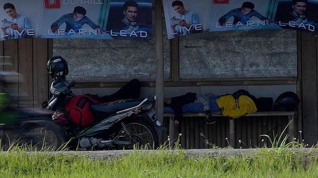 Pemudik sepeda motor disarankan memeriksa kondisi kendaraanya dan beristirahat saat lelah untuk mengurangi risiko kecelakaan. (ANTARA FOTO/Sigid Kurniawan/nz)
