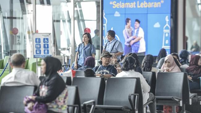 Rata-rata jumlah penumpang di Bandara Soekarno-Hatta selama tiga hari terakhir yakni H-6 sampai H-3 sebanyak 185 ribu penumpang. Angka ini lebih kecil dibanding 2018 yakni sebanyak 199 ribu. (ANTARA FOTO/Nova Wahyudi/foc).