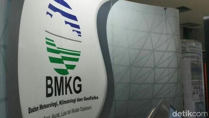 Kepala Badan Meteorologi Klimatologi dan Geofisika (BMKG) Dwikorita Karnawati mengakui ada potensi terjadi megathrust (gempa besar) di Indonesia.