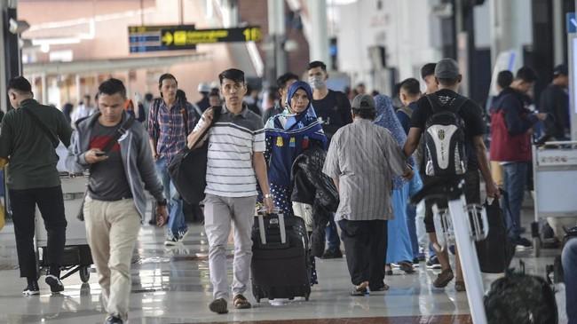 Polri menurunkan sebanyak 753 personel untuk mengamankan Bandara Soekarno-Hatta selama musim mudik Lebaran 2019. (ANTARA FOTO/Nova Wahyudi/foc).