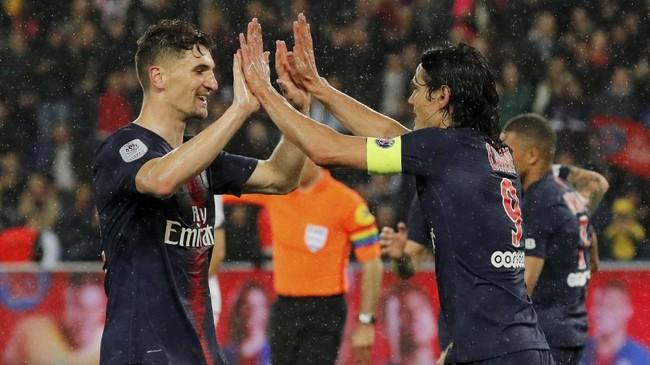 Bek kanan PSG Thomas Meunier dikabarkan Daily Metro menjadi pemain incaran manajer Arsenal Unai Emery. Arsenal yakin bisa mendapatkan Meunier dengan transfer £22 juta. (REUTERS/Philippe Wojazer)