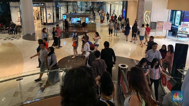 Di tengah pemadaman listrik berjam-jam, pusat belanja jadi sasaran warga buat akses listrik mereka