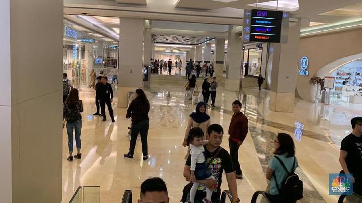 Antisipasi penyebaran virus corona, sejumlah mal di Jakarta mulai kurangi jam operasionalnya.