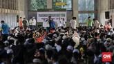 Pembayaran zakat di Istiqlal dibuka sejak tanggal 1 Ramadhan hingga Selasa pukul 22.00 WIB di masjid terbesar di Indonesia itu. (CNN Indonesia/Adhi Wicaksono)