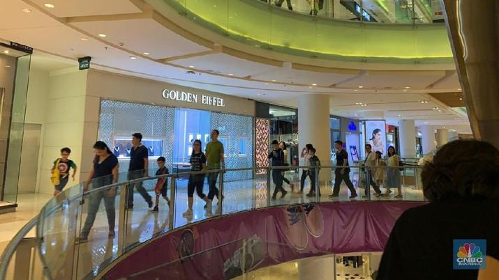 Pengunjung mal di Jakarta mengalami tren turun sejalan kasus corona di Indonesia.
