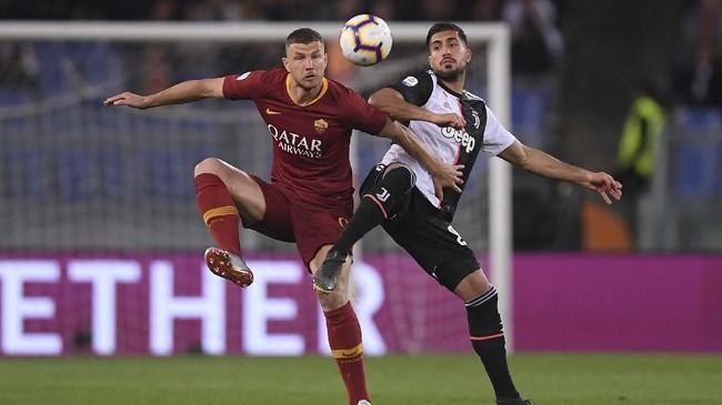 Penyerang AS Roma dikabarkan Football Italia menjadi kandidat pengganti Mauro Icardi di Inter Milan. Perwakilan I Nerazzurri diklaim sudah melakukan pembicaraan dengan pihak Roma. (REUTERS/Alberto Lingria)