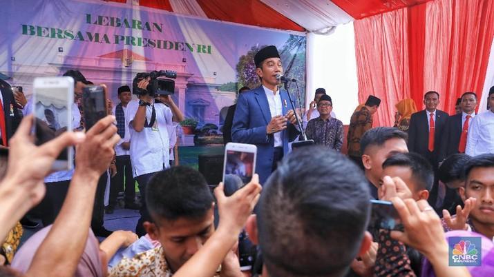 Lebaran, Ini Suasana Saat Jokowi Menyapa Warga di Monas