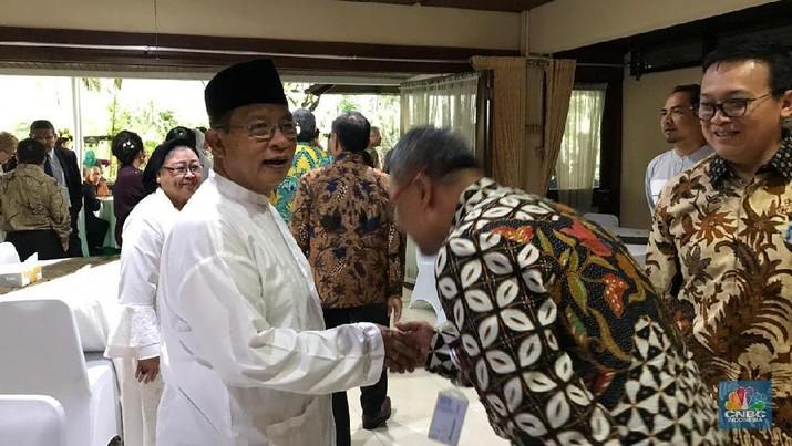 Menteri Koordinator Bidang Perekonomian Darmin Nasution mengadakan open house dalam rangka hari raya Idul Fitri, di rumah dinasnya.