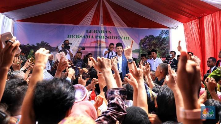 Intip Tamu Open House Jokowi: Warga Biasa sampai Dubes & AHY