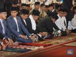 FOTO: Saat Jokowi Sholat di Istiqlal